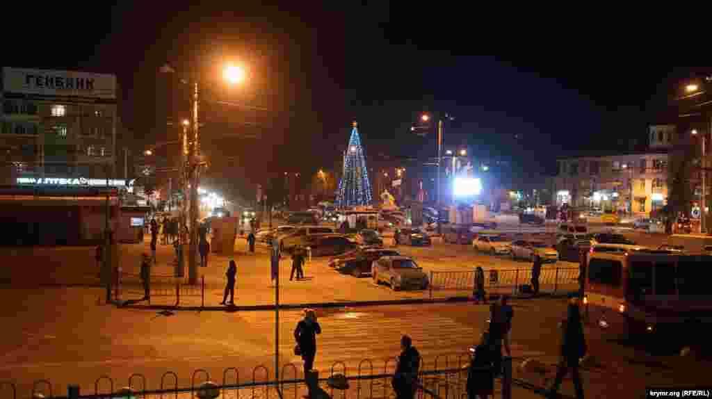Новогодняя елка на Привокзальной площади