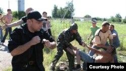 По словам очевидцев, на экологов в Рязанской области напали полтора десятка человек