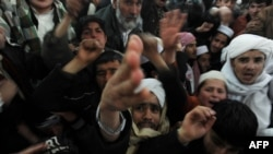 Протестующие против сожжения Корана на военных базах НАТО. Афганистан, 23 февраля 2012 года.