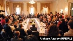 Қоғамдық тыңдау өткен зал. Алматы, 11 қаңтар 2013 жыл.