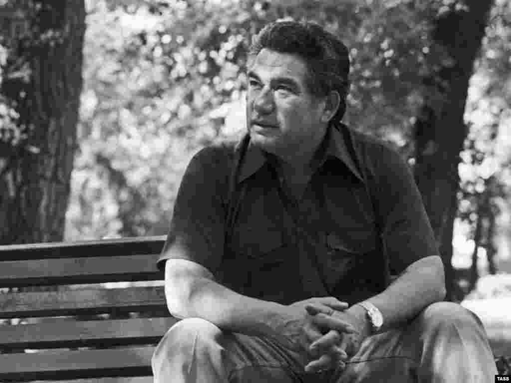Chingiz Aitmatov in 1978