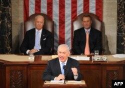 در این تصویر از ماه مه سال ۲۰۱۱، بایدن (چپ) و بینر در سخنرانی نتانیاهو در کنگره به طور رسمی حضور دارند
