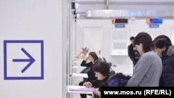 Окна приема документов в Многофункциональном миграционном центре в Москве