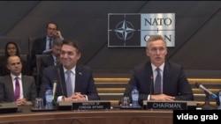 Архивска фотографија: Министерот за надворешни работи Никола Димитров и генералениот секретар на НАТО, Јенс Столтенберг