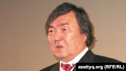 Поэт Олжас Сулейменов. Алматы, 15 ноября 2010 года.
