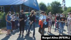 Работники парка аттракционов и предприниматели призывают власти разрешить им работу. Петропавловск, 23 июля 2020 года.
