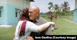 Встреча отца с дочерью после 18 лет разлуки