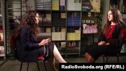 Журналіста Власта Лазур і Софія Федина (праворуч) під час інтерв'ю
