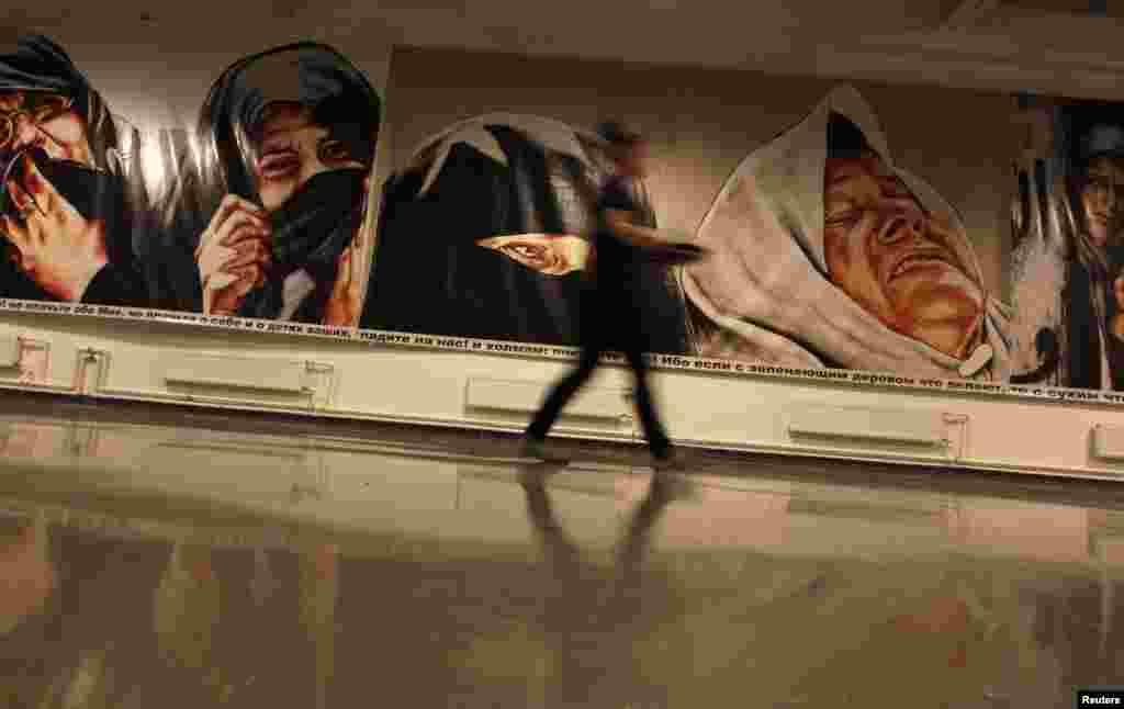 Санкт-Петербургалда Ткачи абураб бакІалда Марат Гелманица гІуцІараб суртал хъвалезул экспозициялда.