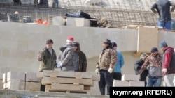 Работы на Большой Митридатской лестнице в Керчи, конец марта 2020 года