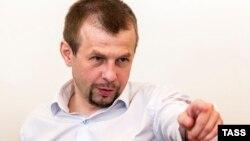 Yaroslavlning sobiq meri Yevgeniy Urlashov sud hukmi o'qilayotgan paytda. 2016, 2 avgust.