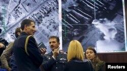 სამხედრო ატაშეები და ჟურნალისტები მოსკოვში, რუსეთის თავდაცვის სამინისტროს ბრიფინგის შემდეგ.