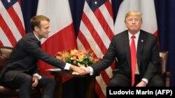 Президент США Дональд Трамп (п) та президент Франції Емманюель Макрон