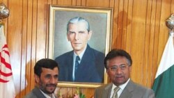 محمود احمدی نژاد رییس جمهوری ایران همراه با پرویز مشرف رییس جمهوری پاکستان. عکس از (EPA).
