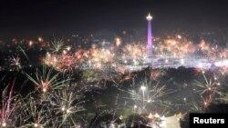 Новый год празднуют в Джакарте, Индонезия