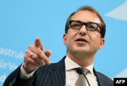 """Министр транспорта Германии Александр Добриндт: """"Мы намерены просить зарубежных автовладельцев также вносить свою лепту""""."""