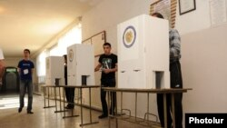Armenia - Yerevan residents vote in municipal elections, 5May2013.