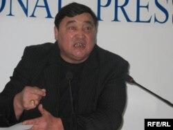 """Рамазан Есіргеповтің """"Алма-Ата Инфо"""" газетінің бас редакторы болған кездегі суреті. Алматы, 20 қазан 2008 жыл."""