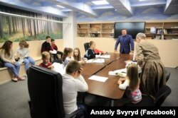 Анатолій Свирид на зустрічі з дітьми, якими опікується ГО «Серця кіборгів»