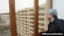 Armenian President Serzh Sarkisian visits a newly constructed building for young scientists in Yerevan on April 9.