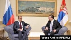 Lavrov në Beograd, gjatë takimit me kryeministrin e Serbis, Vuçiq.