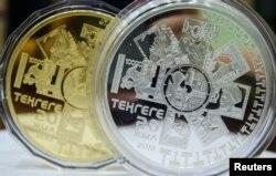 Коллекционные монеты, выпущенные в честь 20-летия казахстанского тенге.