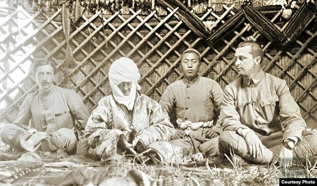 Молодой Маннергейм (справа) во время путешествия по Центральной Азии, 1906 год