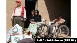 توزيع مساعدات غذائية على محتاجين في الكوت