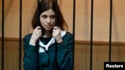 Надія Толоконникова у залі суду
