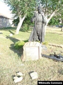 İstanbulda bir Yunus İmrə heykəli