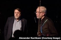 Виталий Манский и Гидон Кремер после благотворительного концерта в Гоголь-центре, 13 ноября 2017 года