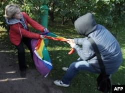 Стычка во время прайда в Петербурге. Октябрь 2013 года