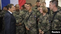 Француските војници во Суроби