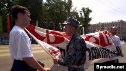 Алег Бебенін, Дзьмітрый Бандарэнка, акцыя ў падтрымку палітзьняволеных у Дзень гораду, 1998