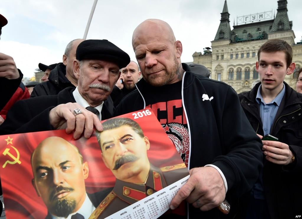 Американский борец смешанных единоборств Джефф Монсон в день 146-ой годовщины со дня рождения Владимир Ленина на Красной площади Москвы, апрель 2016 года