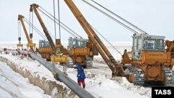 Қарашығанақтан Оралға тартылып жатқан газ құбыры. 10 наурыз 2009 жыл. (Көрнекі сурет)