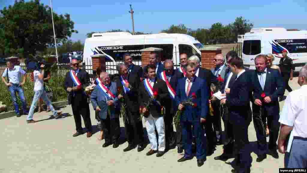 Французькі депутати в п'ятницю вирушили до Севастополя
