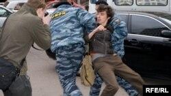 В милицию попали активисты почти всех движений, которые принимали участие в «марше». 6 мая, Москва
