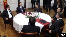 Средбата на премиерот и претседател на ВМРО-ДПМНЕ Никола Груевски и лидерот на СДСМ Бранко Црвенковски 22 јануари 2013.