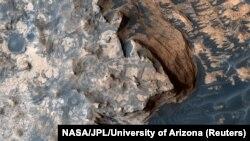 NASA-nyň orbita kosmiki gämisi arkaly Marsda düşürilen suratlar