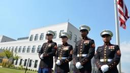 Američki marinci ispred zgrade Američke ambasade u Sarajevu