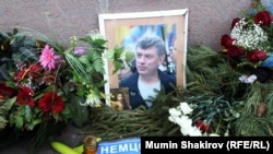 Народный мемориал на месте убийства Бориса Немцова.