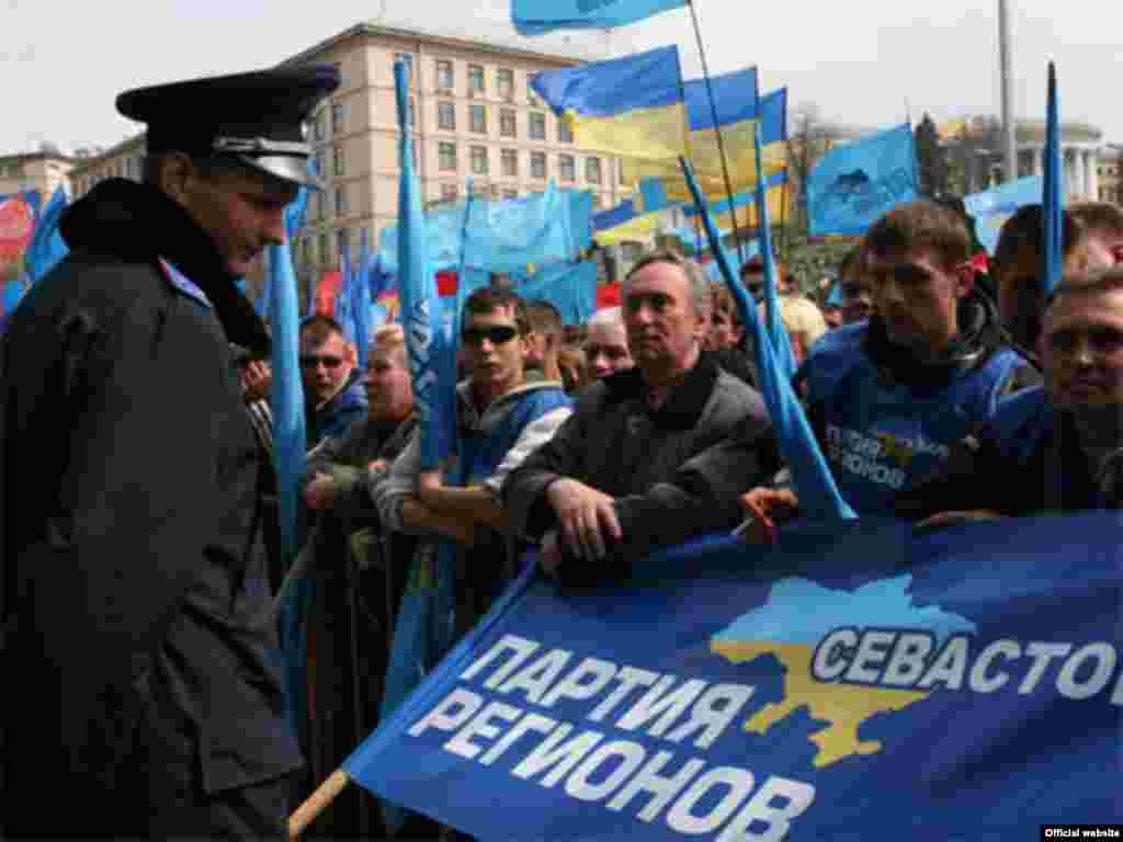 Ukraine -- Supporters of prime minister and the parliamentary coalition, Kyiv, 04Apr2007