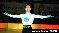 Денис Тен, бронзовый призер зимних Олимпийских игр (2014), серебряный призер чемпионата мира по фигурному катанию (2013), чемпион зимней Азиады (2010). Алматы, 30 мая 2014 года.