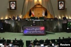 Президент Ирана Хасан Рухани выступает на сессии парламента. 3 сентября 2019 года