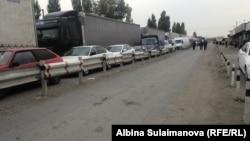 Пробка на границе между Кыргызстаном и Казахстаном.