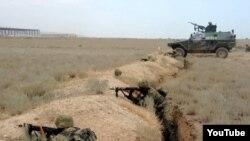 Жаттығу жасап жатқан Әзербайжан сарбаздары. (Көрнекі сурет)
