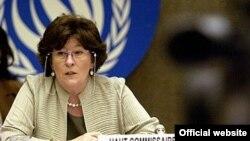 خانم آربور گفته است که او به طور اصولی با مجازات اعدام مخالف است.