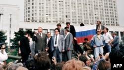 Барыс Ельцын на танку, жнівень 1991