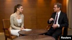 Глава МЗС Німеччини Ґідо Вестервелле зустрівся з донькою Юлії Тимошенко Євгенією, Київ, 21 червня 2013 року